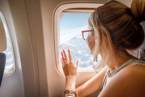 3 cosas que nunca debes hacer en un avión: el video de una azafata que se volvió viral