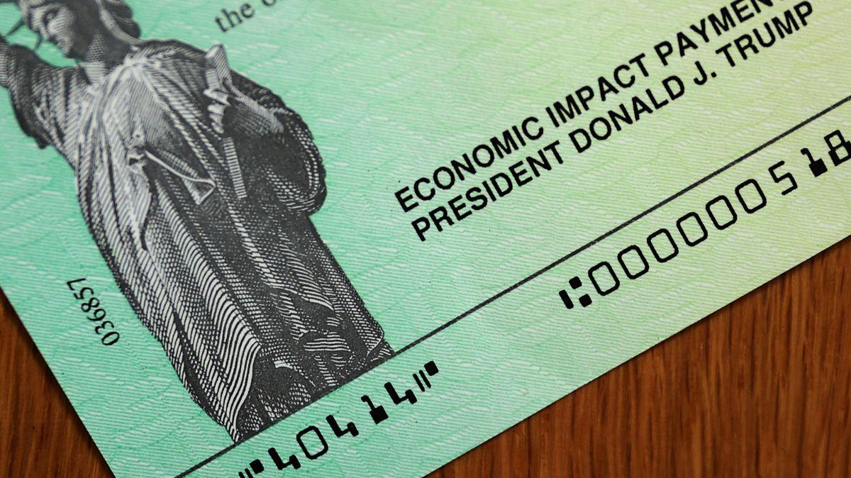 Tercer cheque de estímulo: una encuesta comenta que más mujeres que hombres lo usan para pagar las facturas cotidianas