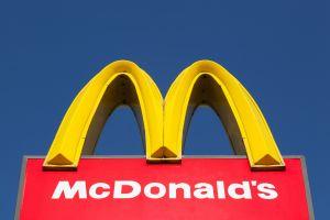 Mujer agrede a empleados de McDonald's en Ohio por negarse a combinar sabores en su frappé