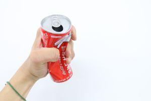 Por qué las acciones de Coca-Cola han estado cayendo y no todo es culpa de Ronaldo