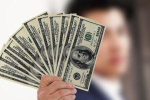 Directores ejecutivos de las cadenas más grandes de comida rápida ganan $5,460 la hora