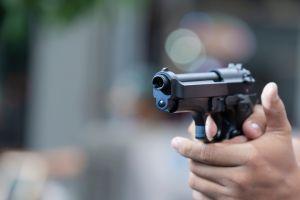 Le dispara a su suegra por error al confundirla con ladrón