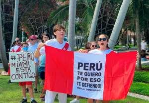Peruanos protestaron en las calles de Miami contra el comunismo