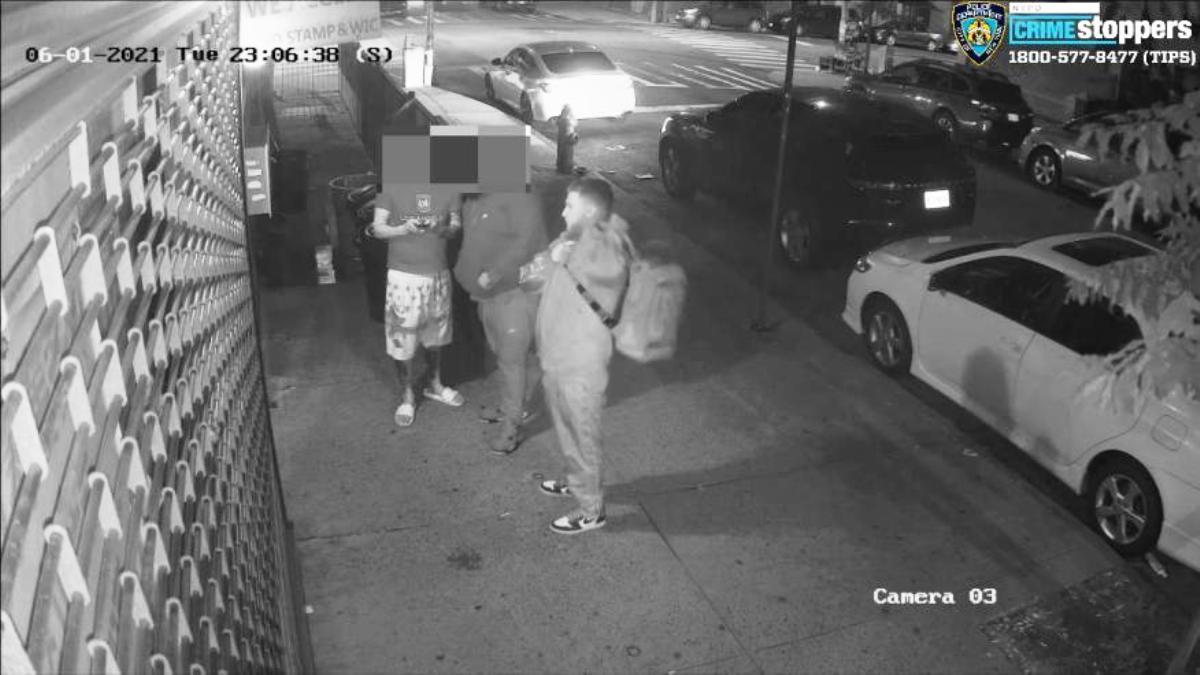 """Lluvia de marihuana en Nueva York: cambió """"el clima"""" cuando traficante arrojó mercancía desde el techo de un edificio"""