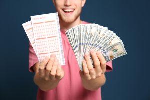 Hace 7 años ganó premio millonario de lotería pero murió de forma repentina