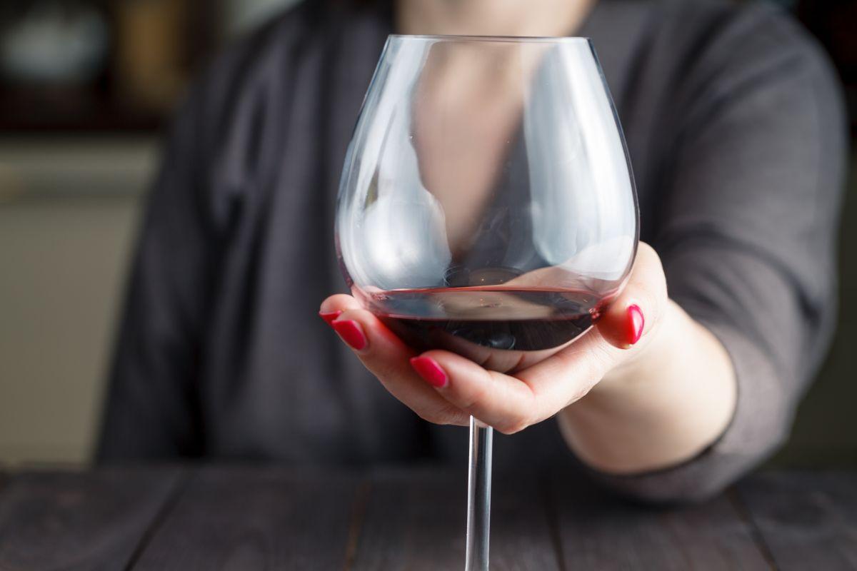 Critican recomendación de la OMS de que las mujeres no deberían beber nunca alcohol