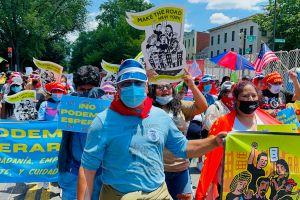 Inmigrantes neoyorquinos viajan a Washington para exigir rapidez en el plan de ciudadanía para todos