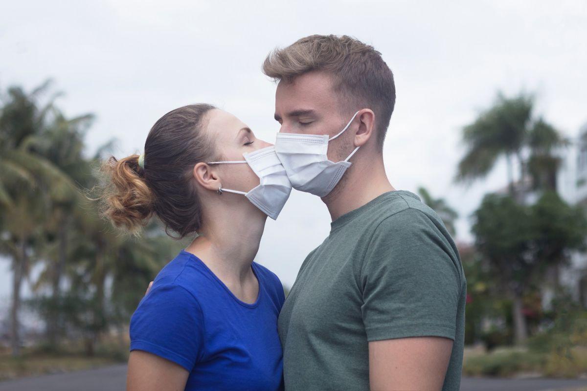 Sexo virtual y con mascarilla, las recomendaciones del Departamento de Salud de NY para cuidarse del COVID