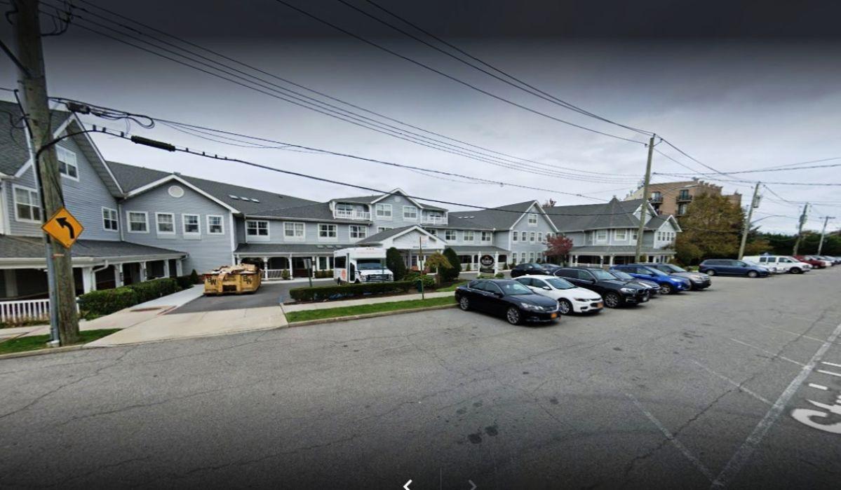 Adolescente murió al estrellarse auto eléctrico Tesla contra hogar de ancianos en Nueva York