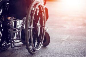 La asombrosa técnica de un joven en silla de ruedas para bajar escaleras del metro de la CDMX