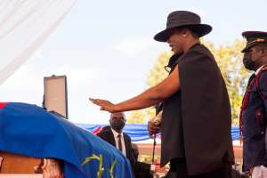 Disparos interrumpen repentinamente funeral de presidente de Haití, Jovenel Moïse