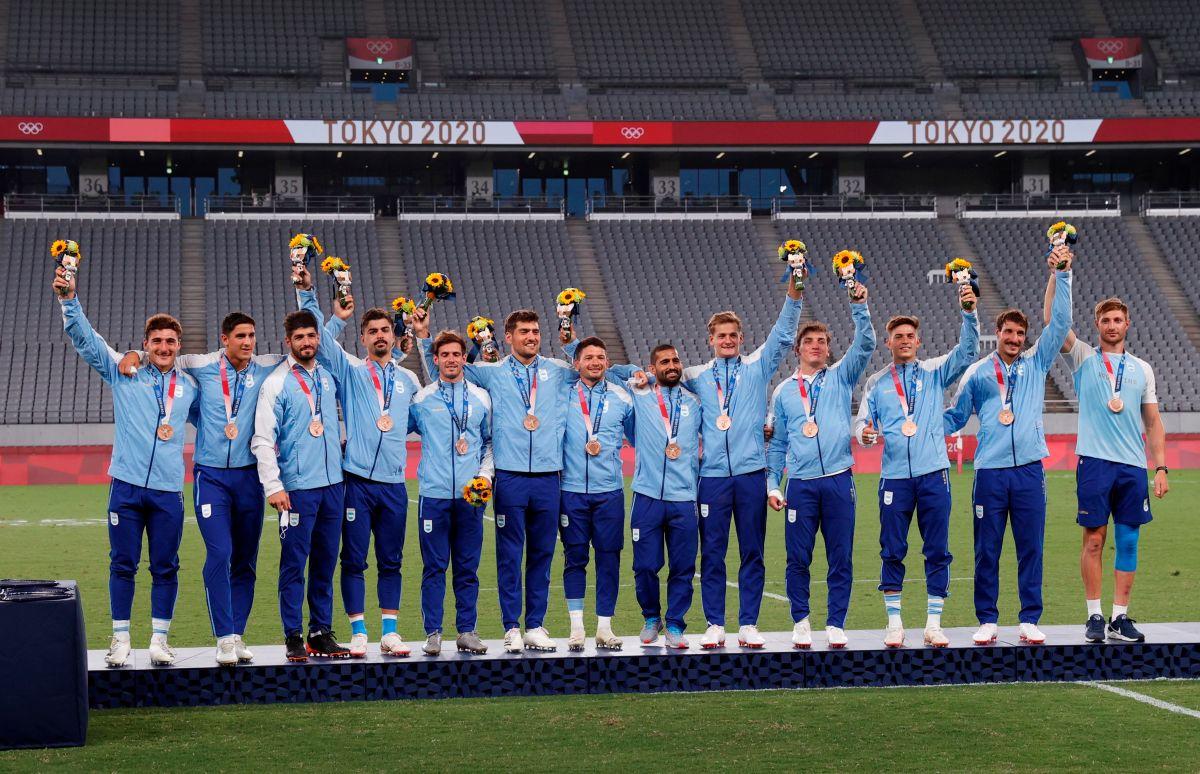 El equipo de Argentina de rugby seven con la medalla de bronce.