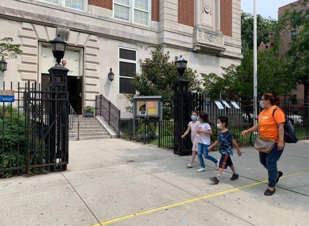 Aportarán $18 millones en fondos adicionales para terminar con sobrepoblación en 72 escuelas públicas de NYC