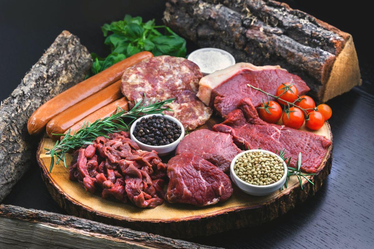 Alto consumo de carnes rojas aumenta el riesgo de enfermedad cardíaca, según un reciente estudio