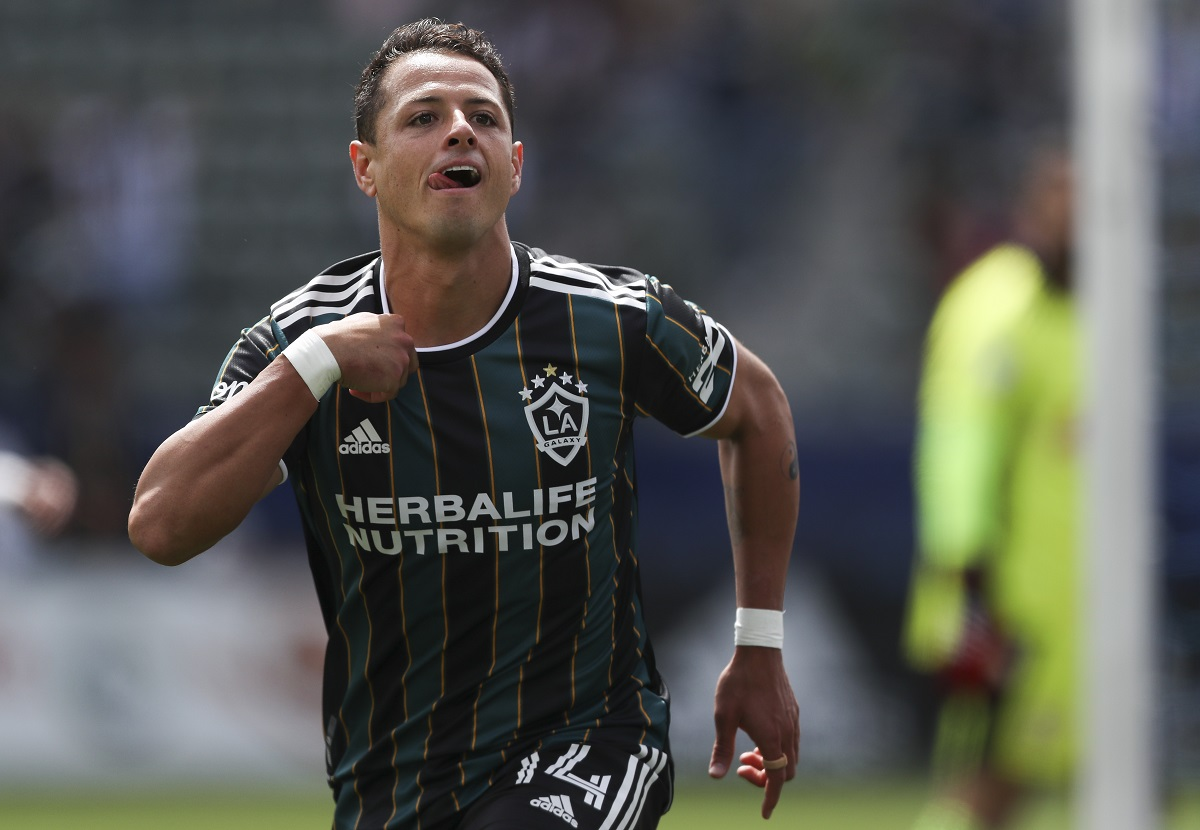 Chicharito Hernández respondió a quienes solo lo llaman 'cazagoles'