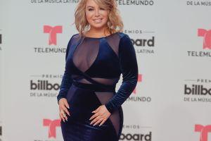 Chiquis Rivera dejó claro que no llevaba ropa interior puesta con un vestido de aberturas