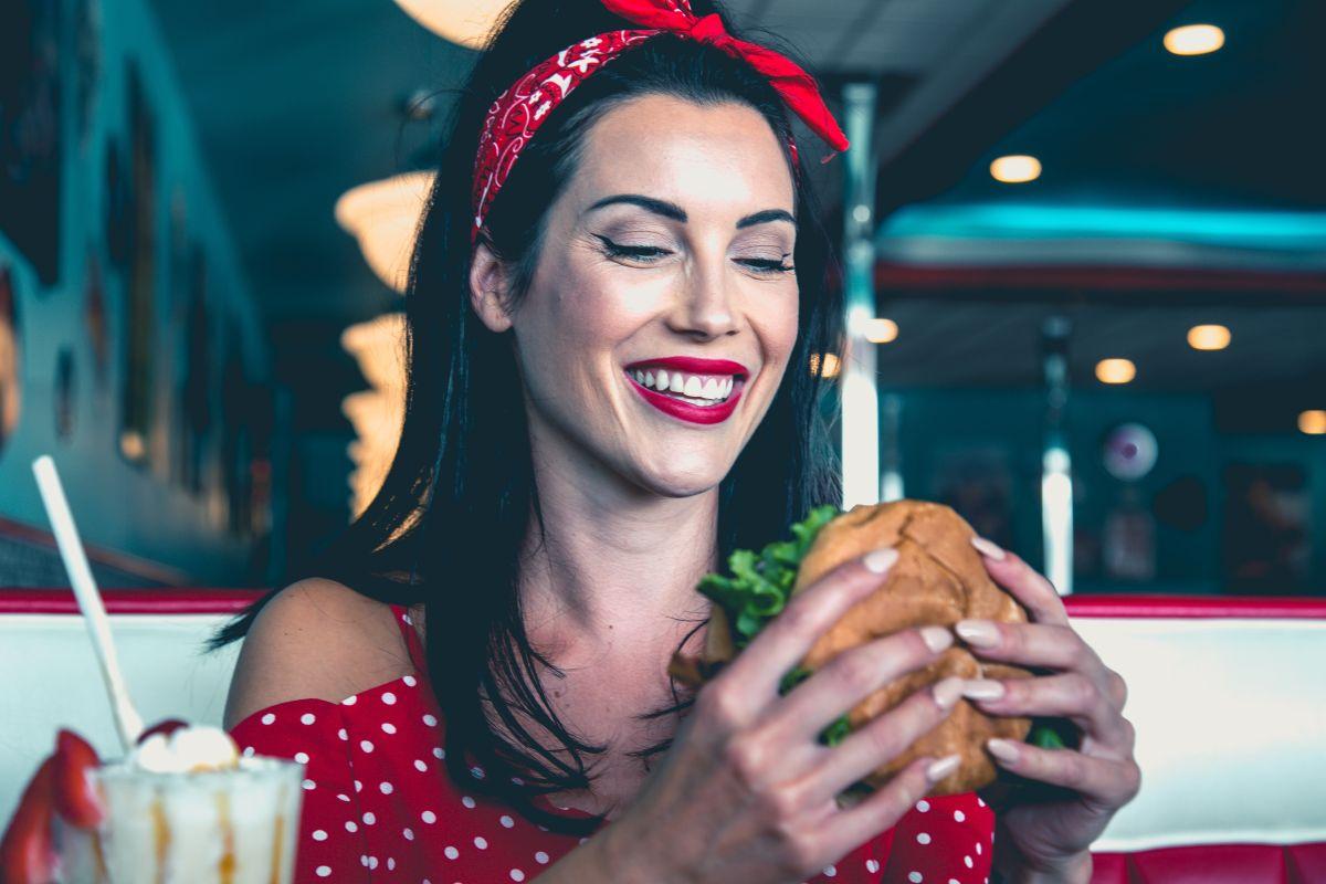 McDonald´s, Burger King y Taco Bell, se encuentran en la lista de las primeras cadenas de comida rápida que siguen existiendo con éxito hoy en día.