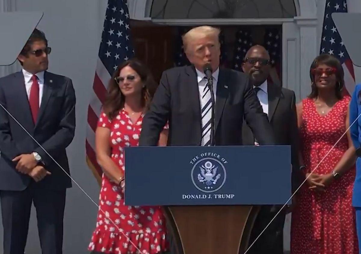 """El bloqueo del expresidente Trump comenzó después del discurso que dio a sus seguidores en Washington, D.C., alegando que """"ganó la elección"""""""