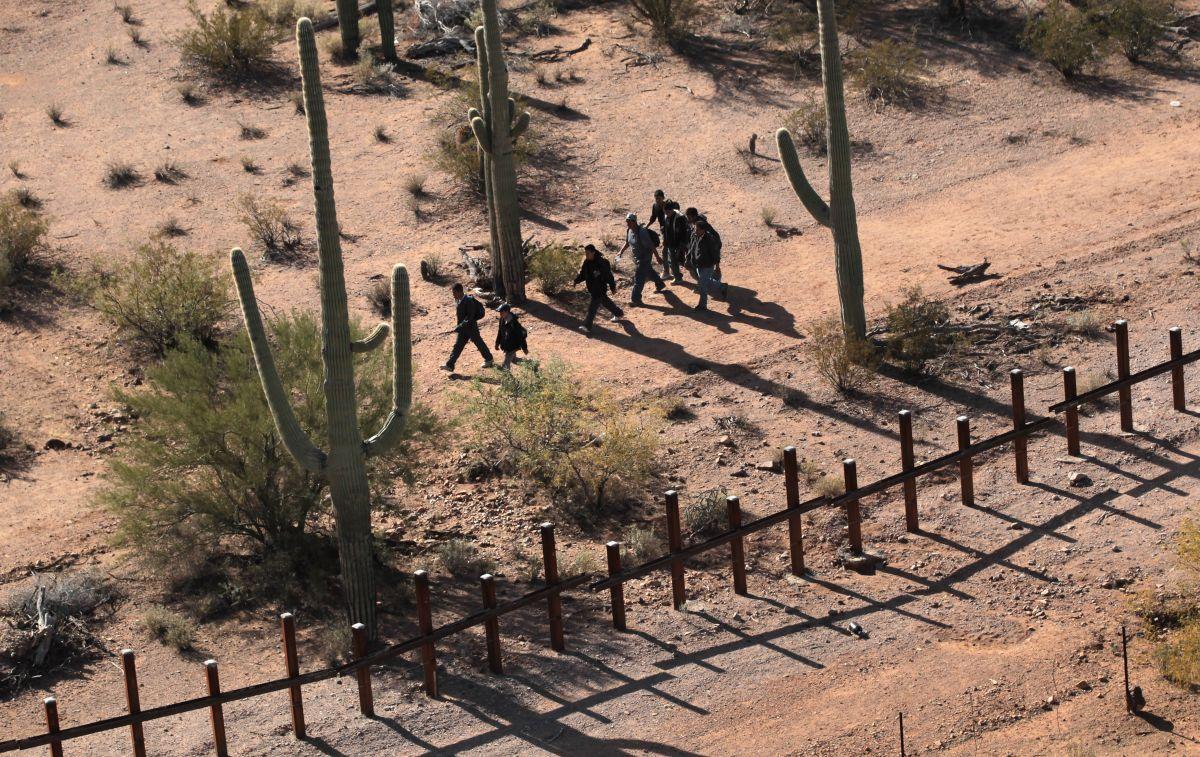 Ola de calor azota a inmigrantes en Arizona.