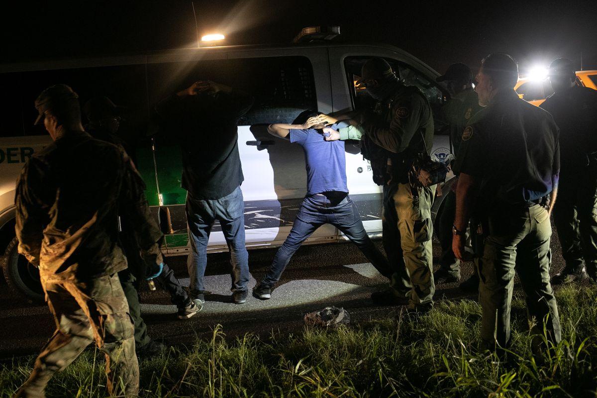 La Administración Biden mantiene la detención de inmigrantes en la frontera.