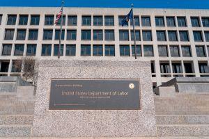 IRS inicia este viernes envío de cheques en papel con reembolso bajo exención de $10,200 en pago de impuestos por desempleo