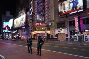 Desamparado ataca sin provocación a turista colombiano con palo de metal en Times Square