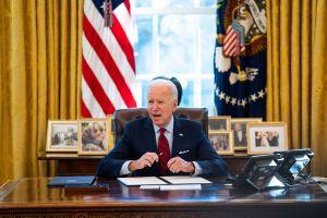 Biden logra acuerdo bipartidista en el Senado para proyecto de infraestructura de $1 billón