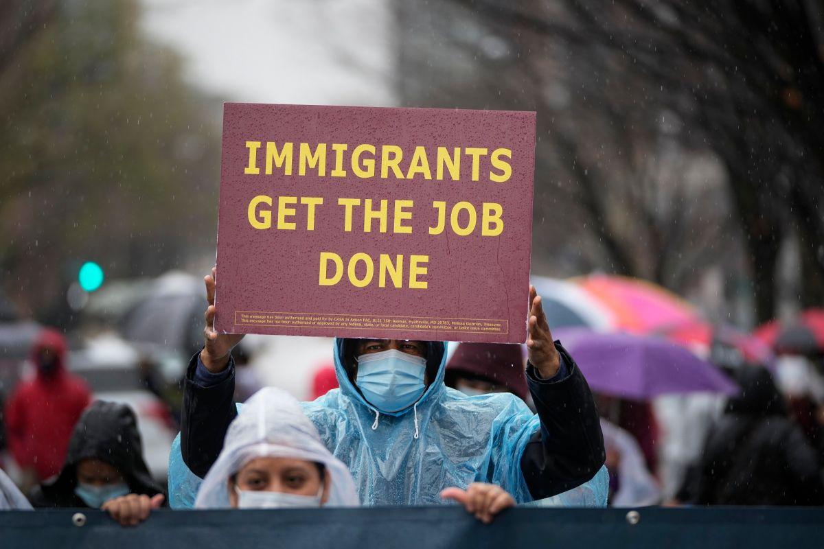 """Activistas y gobernantes de varias ciudades consideran que los inmigrantes """"hicieron su trabajo"""" durante la pandemia."""