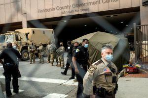 Divulgan nuevas fotos de Derek Chauvin luego de sentencia de 22 de prisión por asesinato de George Floyd