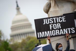 """Inmigrantes presionan con """"huelga de hambre"""" al Congreso para aprobar reforma migratoria (podcast)"""