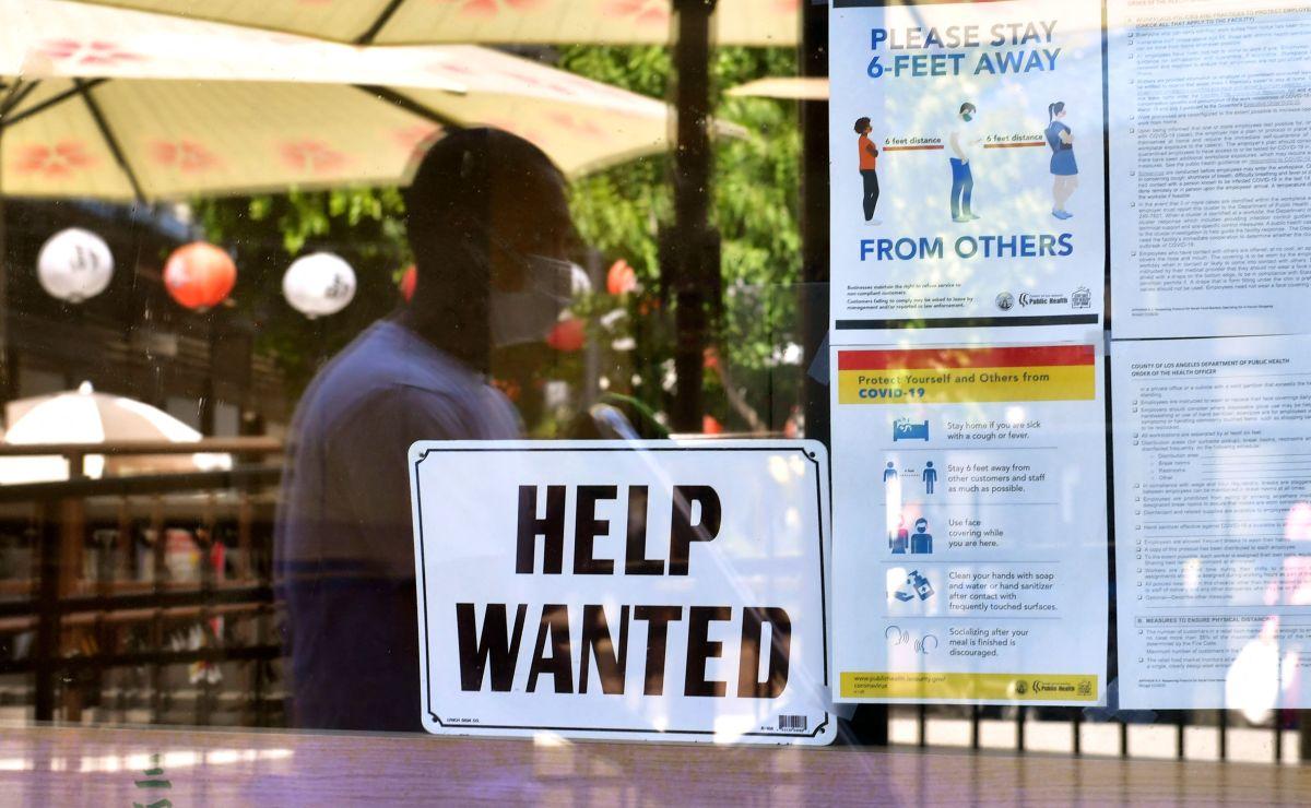 Millones de estadounidenses solicitaron desempleo el año pasado en plena pandemia por coronavirus.