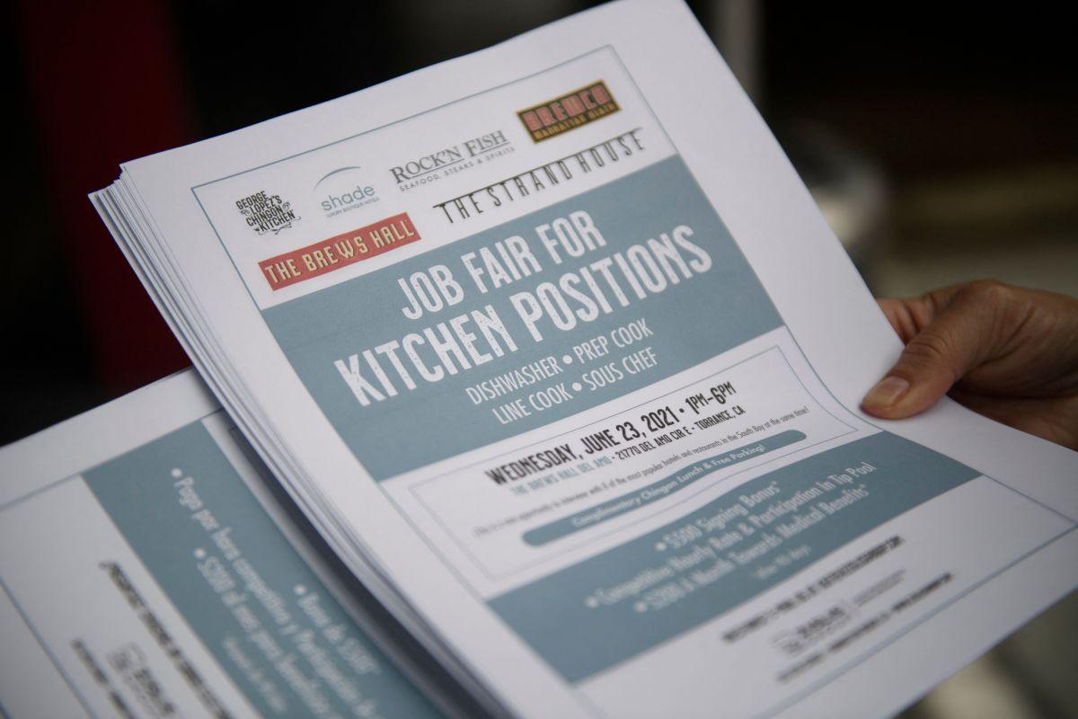 La industria de restaurantes y servicios sigue sufriendo el impacto económico de la pandemia y la falta de empleados.
