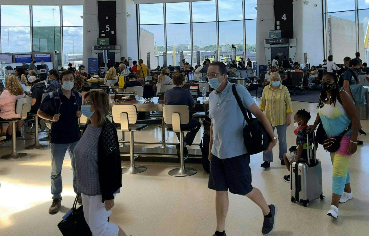 Pasajeros en el Washington Reagan National Airport (DCA), en Arlington, Virginia.