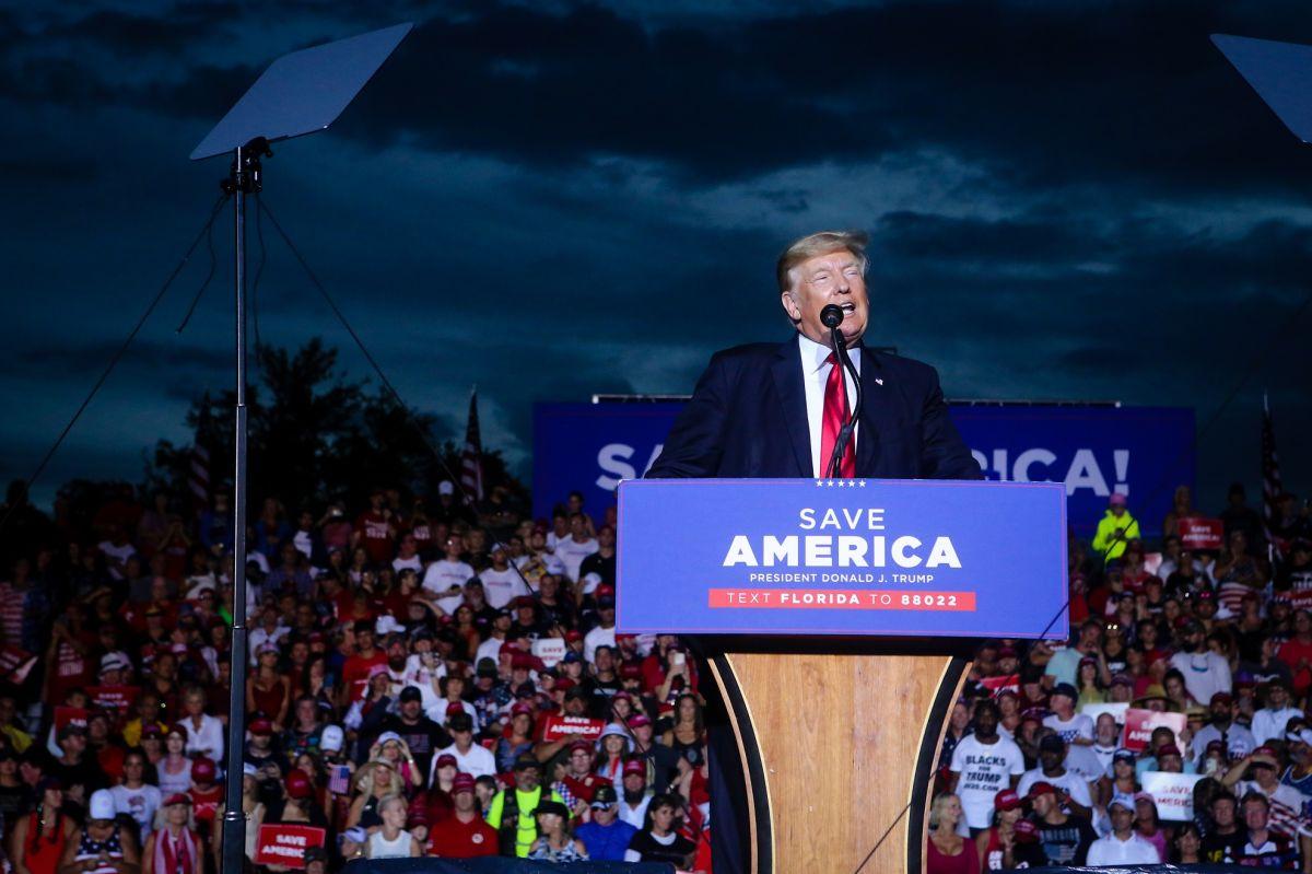 El expresidente Trump realizó su mitin en Florida, a pesar de peticiones de suspenderlo.