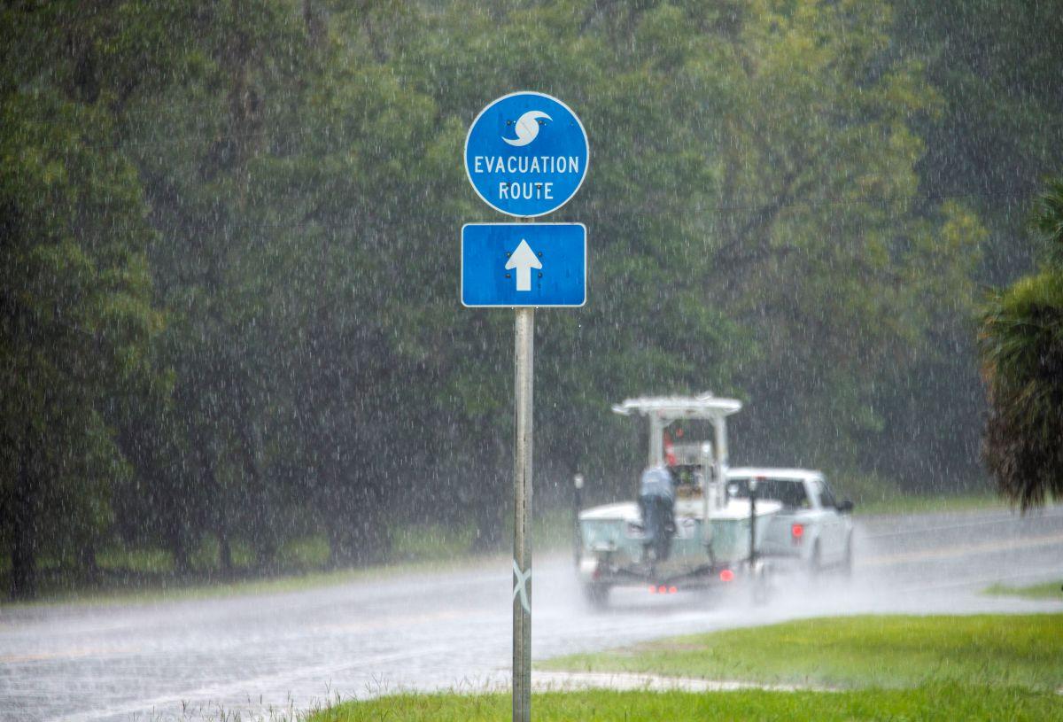 Parte de los efectos de la tormenta Elsa en Steinhatchee, Florida.