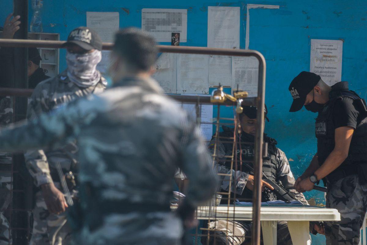 Sube a 21 el número de muertos por motines en dos cárceles de Ecuador