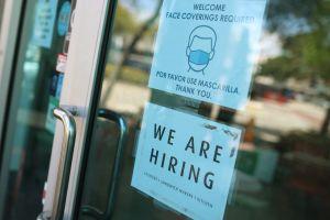 Jueces en varios estados de EE.UU. restituyen $300 extra semanales por desempleo tras demandas de beneficiarios