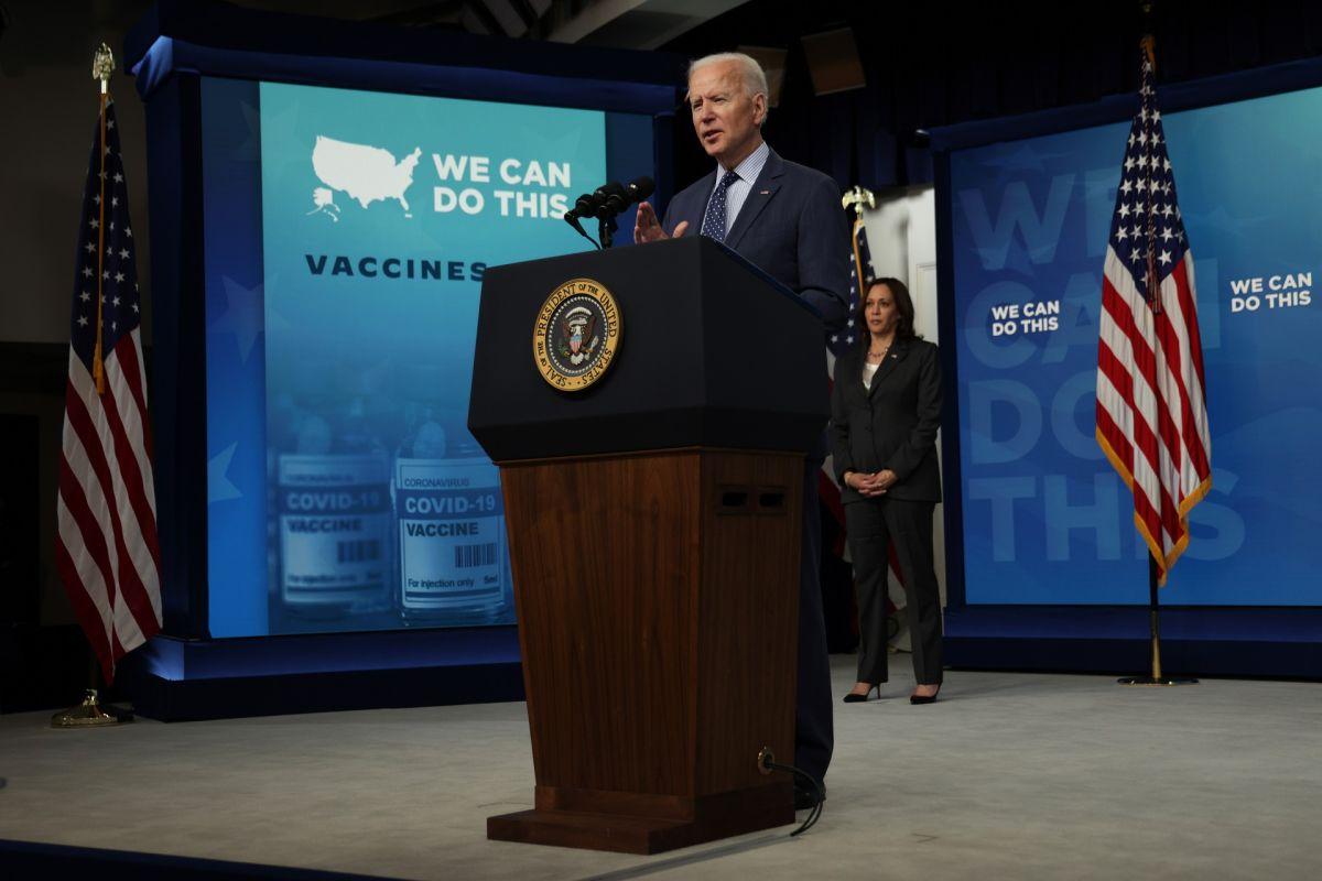 Claves sobre por qué indecisos a vacunarse contra COVID-19 afectan estrategia de Biden contra la pandemia
