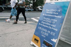 Por qué las personas vacunadas enferman de COVID: experta aclara las razones