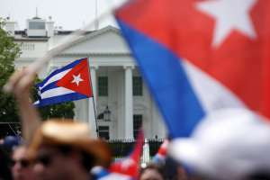 Exilio cubano se planta en la Casa Blanca y presiona a Biden para que intervenga en la isla