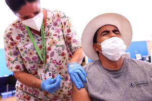 CDC revelará cómo las personas vacunadas contra COVID-19 pueden trasmitir la variante Delta
