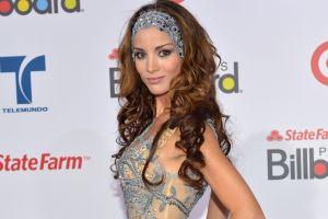 Carolina Tejera causa controversia por posar con sexy trikini y llamarse guerrera de Dios