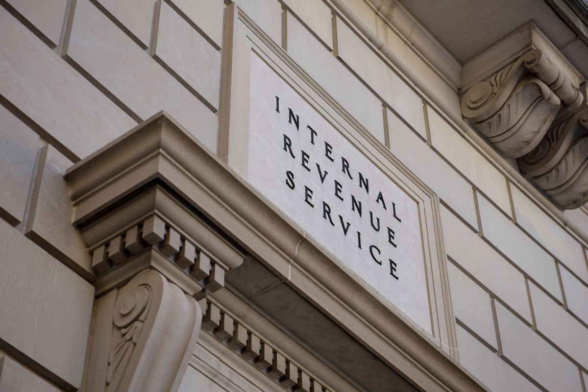 """El IRS continuará enviando pagos por """"Crédito tributario por hijos"""" hasta diciembre próximo."""