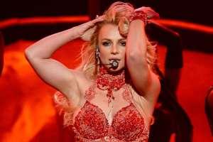 Britney Spears se liberó en Instagram sacándose la camiseta y el sostén
