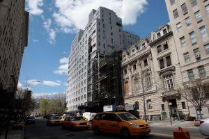 """La """"escupidora"""" vuelve aterrar en Nueva York por temor a COVID"""