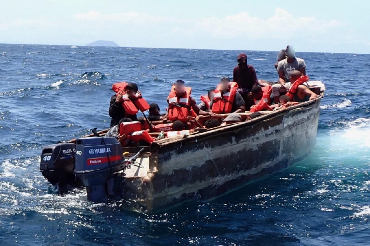 El titular del DHS indicó que la Guardia Costera devolverá a su país a inmigrantes que intenten llegar a EE.UU. vía marítima.