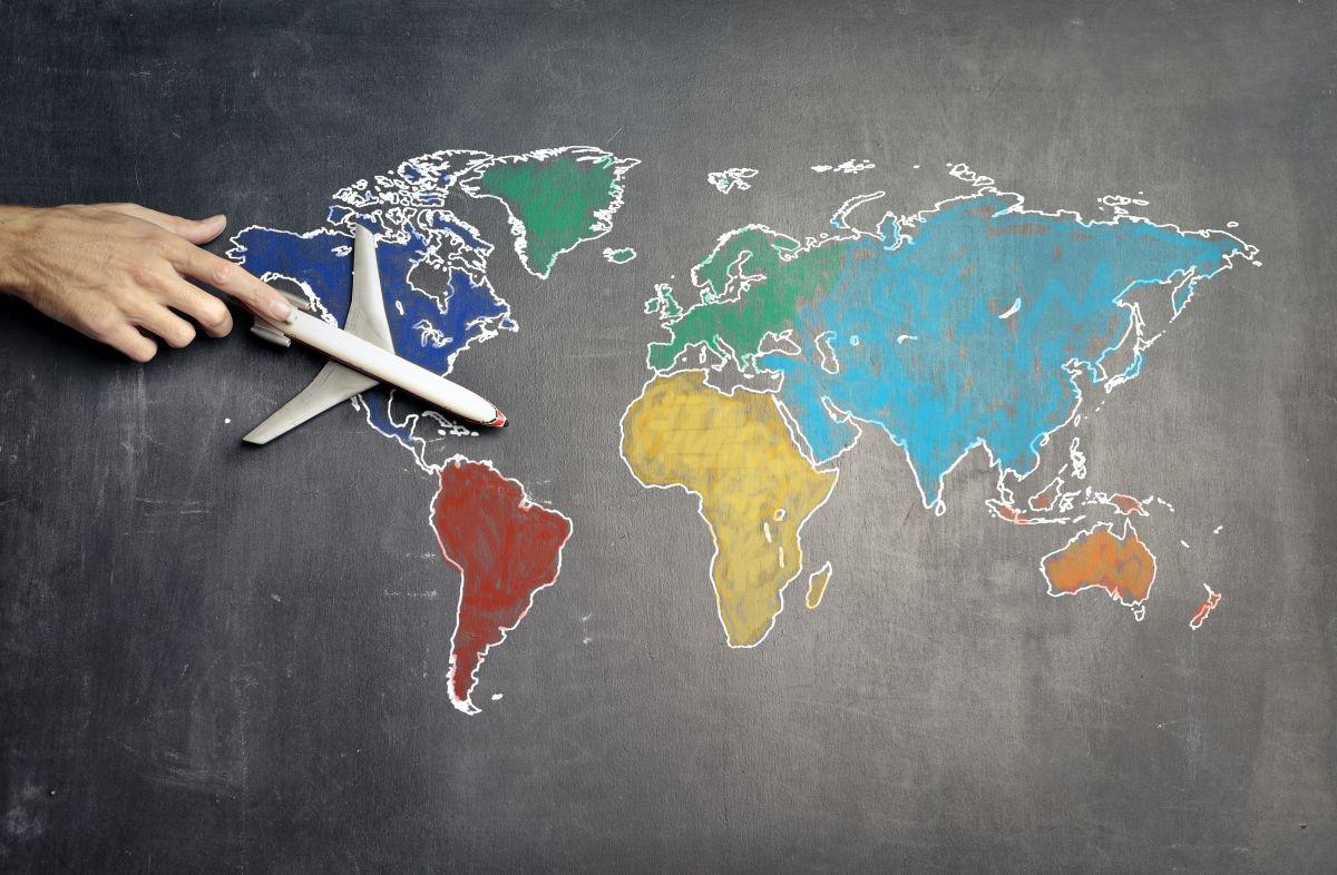 Industria aérea espera permiso para despegar, cierre de fronteras ha afectado seriamente a los vuelos internacionales.