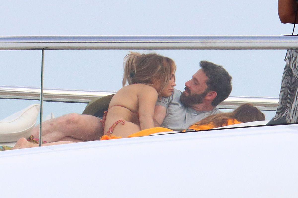 Jennifer López junto a Ben Affleck, en Francia.