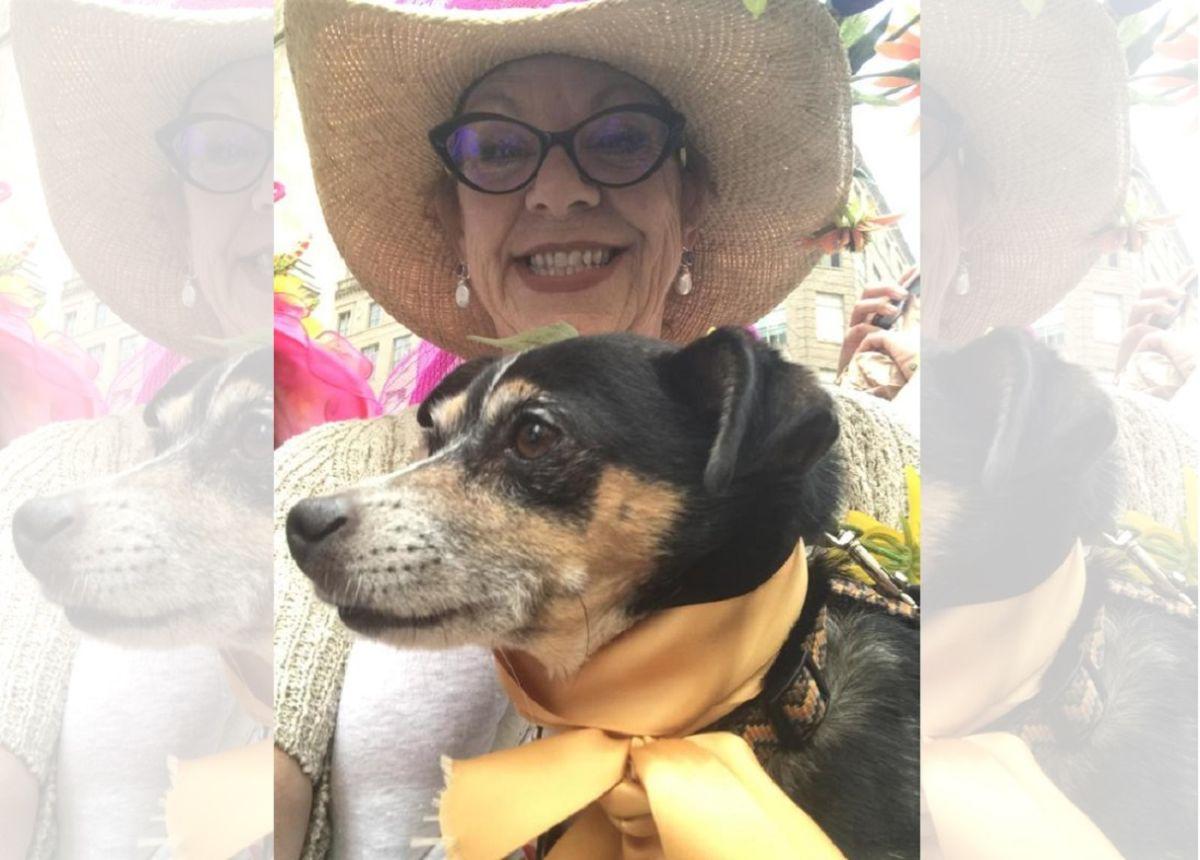 Linda Holston con su perro Jack.