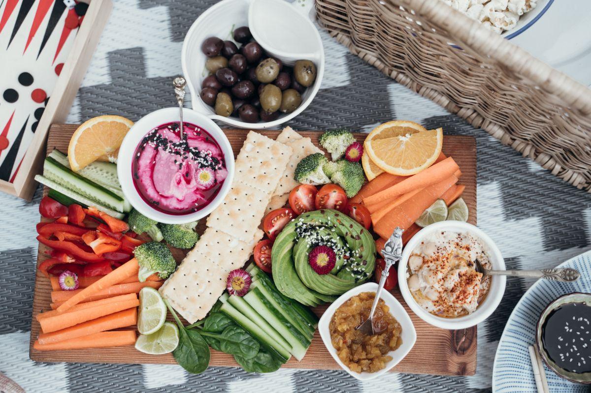 Integrar snacks saludables como parte de la dieta diaria diabética, es un gran aliado para mantener los niveles de glucosa estables y un peso sano.